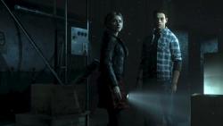 Det spelar ingen roll att de heter nåt annat i spelet, jag känner de här två som cheerleader-Claire och hacker-Elliot.